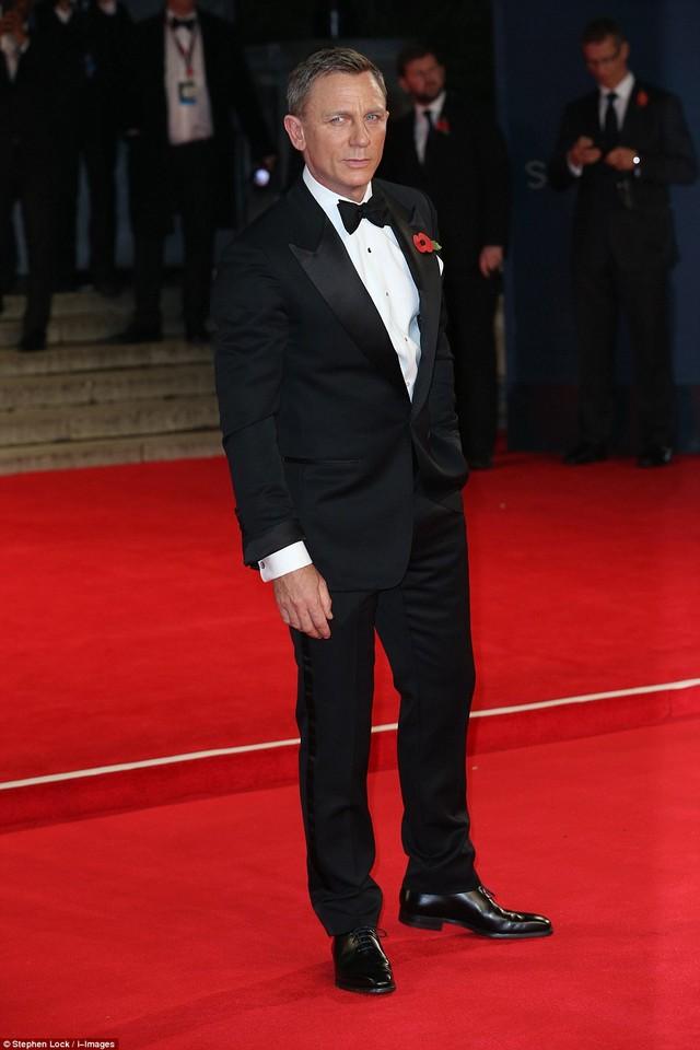 "Superstars and 007 cast attending ""Spectre"" premiere night   VTV"