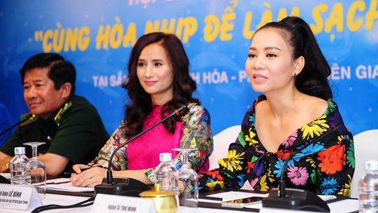 Singer Thu Minh, the ambassador of the beach cleanup campaign of VTV24, Journalist Le Binh (from right) are seen at a press conference in District 1, HCMC on Wednesday