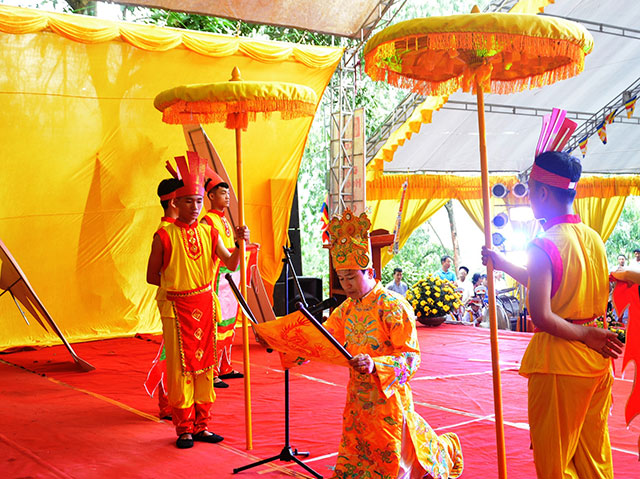 A commemoration took place at the Dai Hung historical relic site in Hong Linh town, Ha Tinh province on April 25 to pay tribute to the Hung Kings.
