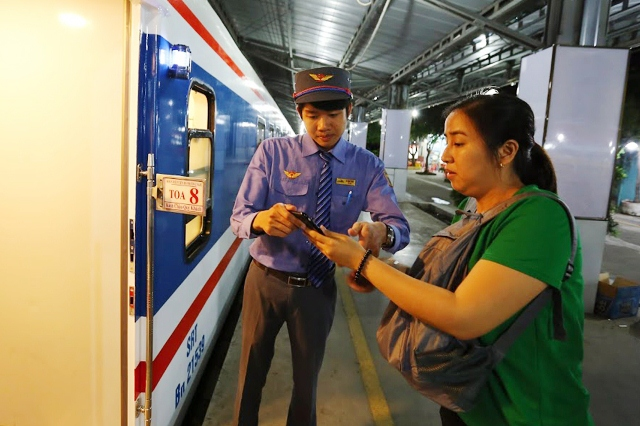 As scheduled, Saigon Railways will operate one train per day on the Thong Nhat railway route. It takes 30 hours for each train to move from the starting terminal to the terminal at its destination.