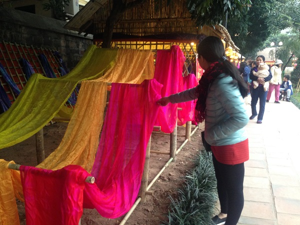 The area for handicrafts from trade villages in Hanoi. (Credit: hanoitv.vn)