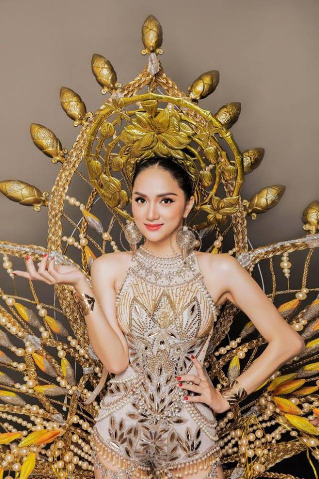 Singer Huong Giang brings her unique national costume to the pageant.