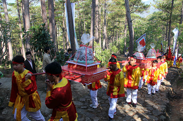 Local offerings were brought to the Thuong Temple dedicated to the Hung Kings in Da Lat city, Lam Dong province.