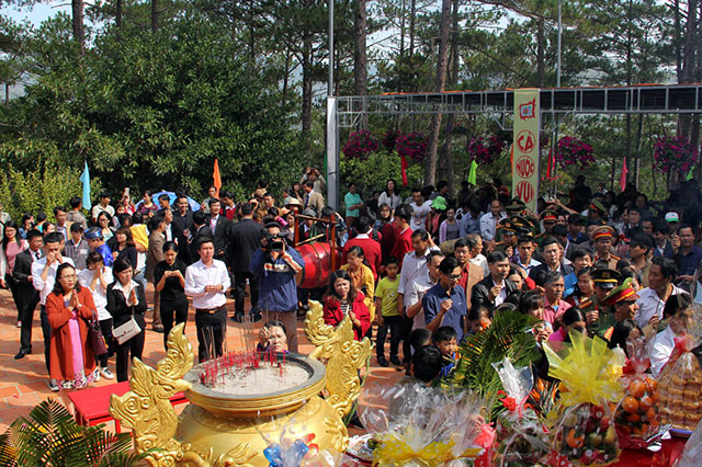 Thousands of local people and tourists joined the commemoration to the Hung Kings in Da Lat.