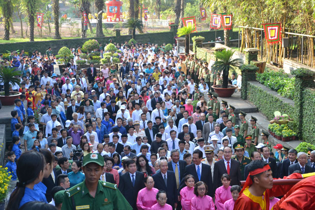 A similar commemoration took place at the Hung Kings' memorial site in the ethnic history and culture park in District 9, Ho Chi Minh City.