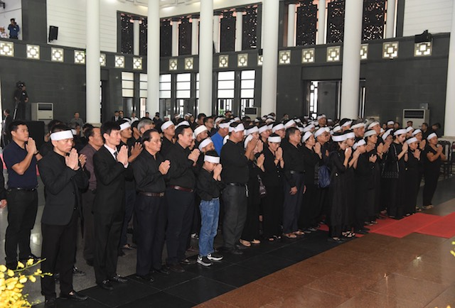 Family member of former Party Chief Do Muoi pay their tribute to the late leader before the memorial service begins.