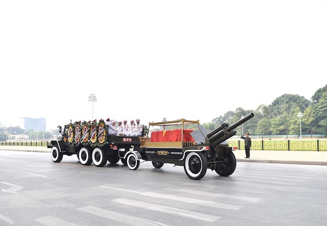 Former Party General Secretary Do Muoi's flag-draped coffin passes through Hanoi's main streets.