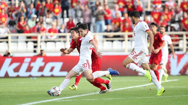 The Vietnamese (in red) played with determination but could not cause a surprise against their strong opponents. (Photo: AFC)