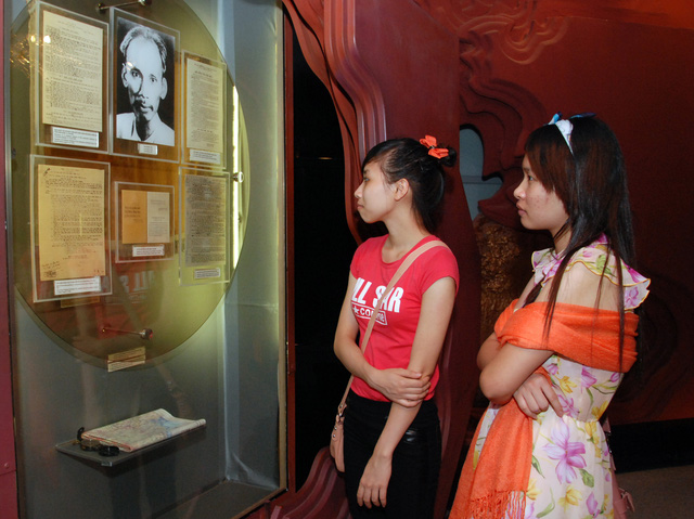 The exhibition area of the museum is nearly 4000 square metres, introducing more than 100 thousand original artefacts and images reflecting the life and career of President Ho Chi Minh, associated with the important historical events of Vietnam and the world, from the end of the 19th century to the present.