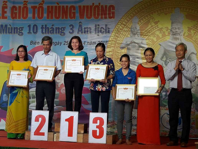 Winners of local contests related to the Hung Kings' commemoration are honoured by Dong Nai province's authorities on April 25.
