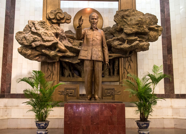 At the drawing-room of the museum, there is a standing bronze statue of President Ho at a height of 3.5 meters and weighing three tonnes. Uncle Ho statue is located in front of a banyan tree and the sun, which are the symbol of light and the longevity of the nation.