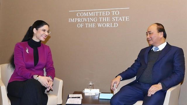 Prime Minister Nguyen Xuan Phuc and Romanian Deputy Prime Minister Ana Birchall (Photo: VGP)