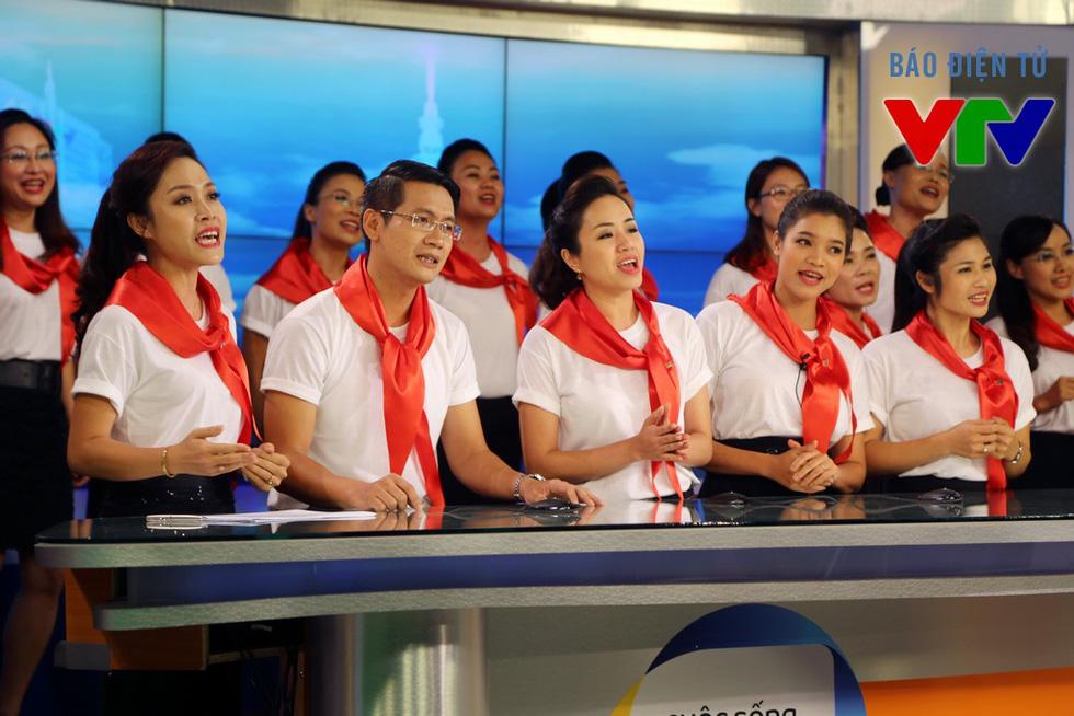 Hợp ca Ban Thời sự hồi hộp khi lần đầu hát trước khán giả