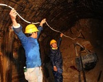 Sập hầm thủy điện: Khoan thành công lỗ từ cửa xả sau hầm