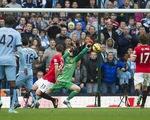 Dư âm derby Manchester: Yaya Toure, sai lầm của trọng tài và bầy Quỷ đỏ non nớt