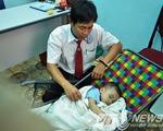 TPHCM: Bé trai 2 tuổi bị bỏ rơi trên xe taxi giữa đêm