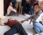 Cha cháu bé 10 tuổi tử vong khóc ngất ở BV Đa khoa Quốc Oai