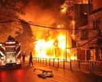 Cận cảnh hiện trường vụ cháy 8 căn nhà tại TP.HCM