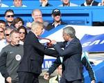 Arsene Wenger và Mourinho suýt... so găng trong trận derby London
