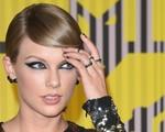 Ẵm giải lớn, Taylor Swift nhận quà bất ngờ từ bạn trai