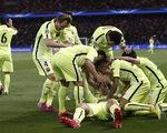Tình huống Suarez biến hàng thủ PSG thành trò hề
