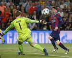 Messi khiến Boateng chóng mặt, Neuer bẽ bàng vào lưới nhặt bóng
