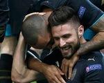 Bảng F Champions League: Giroud lập hat-trick, Arsenal lách qua khe cửa hẹp