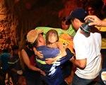 Bình Dương: Hàng trăm người giải cứu cháu bé rơi xuống giếng