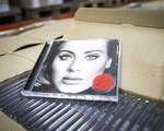 Adele đi ngược xu thế với album 25