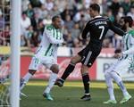 Cận cảnh Ronaldo nhận thẻ đỏ vì đánh người