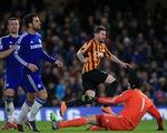 Chelsea 2-4 Bradford: Bầu bạn cùng Man City
