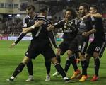 Cris Ronaldo ghi bàn thắng thứ 300, Real tiếp tục đuổi bắt Barca