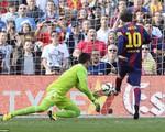 Messi bứt tốc 50m ghi bàn thứ 400 cho Barcelona