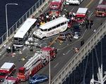 Xe buýt đụng xe du lịch lội nước ở Mỹ: 4 người thiệt mạng