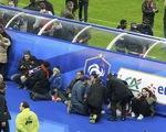 Nổ bom ngoài sân Stade de France, cổ động viên và cầu thủ Pháp, Đức hoảng loạn
