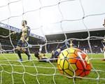 London chia nửa buồn vui: Chelsea có 3 điểm, Arsenal trượt dài