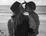 Những khoảnh khắc ngọt ngào của Hilary Duff bên con trai