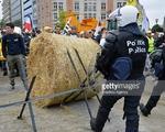 Nông dân châu Âu kêu cứu vì giá nông sản rẻ như cho