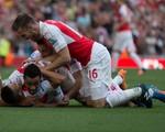 Arsenal kéo tuột Man Utd trở lại mặt đất bằng thắng lợi 3 sao