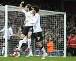 Blind tỏa sáng phút bù giờ cứu Man Utd né thua West Ham