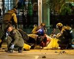 Cận cảnh hiện trường vụ nổ bom ở đền Erawan, Bangkok
