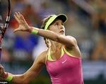 Bouchard niềm nở kí tặng fan ở Indian Wells