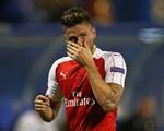 Thua nhục tại Zagreb, HLV Wenger oán trách Giroud vì tấm thẻ đỏ