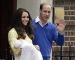 Tiểu công chúa nước Anh lần đầu ra mắt công chúng