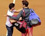 Federer bức xúc vì cậu bé xin chụp ảnh selfie ở Roland Garros