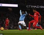 Coutinho đáp lễ Firmino giúp Liverpool dẫn 3-0 trước Man City