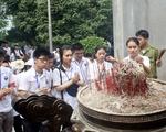 Đoàn đại biểu thanh niên kiều bào dâng hương tưởng niệm các Vua Hùng