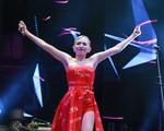 Tóc Tiên đốt cháy Gala Monsoon với vũ điệu cồng chiêng