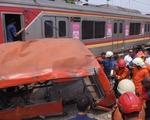 Tàu hỏa và xe buýt đâm nhau ở Indonesia, 18 người thiệt mạng