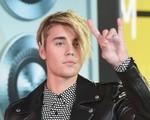 Justin Bieber bị ném đá vì lớn tiếng mắng fan